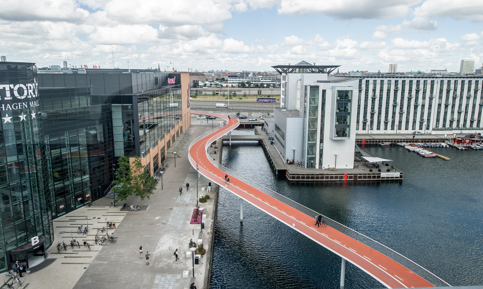The 'Bicycle Snake' in Copenhagen separates pedestrians and cyclists, allowing both to navigate the city more safely./Cycling Embassy of Denmark/DISSING+WEITLING