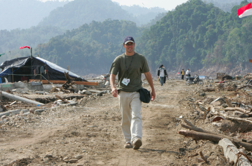 Dean Yates working as a journalist for Reuters in Aceh following the 2004 Boxing Day tsunami