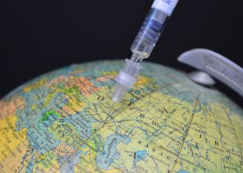 Around 10% of the global population had been fully vaccinated, nearly all of them in rich countries. Image by Frauke Riether from Pixabay.